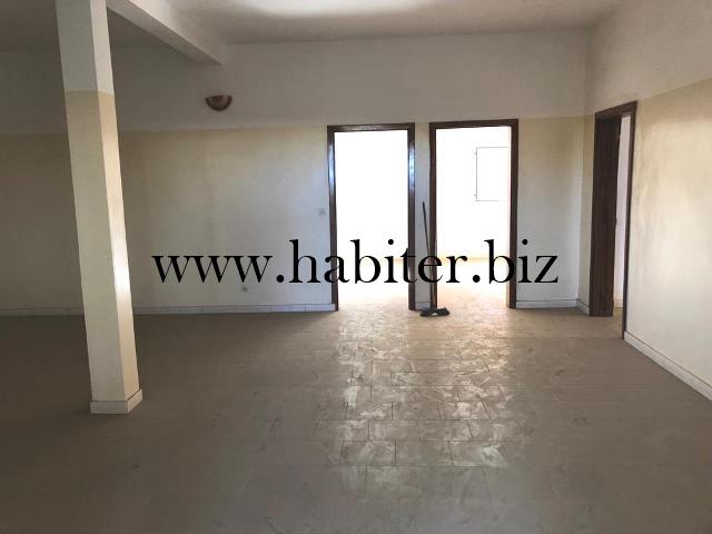 Villa basse de 300 m² à vendre à Somone